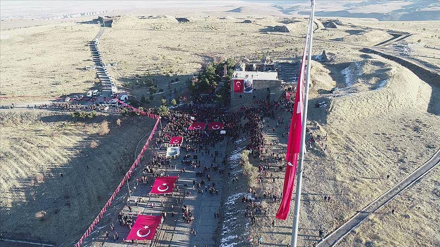Erzurum 'ecdadına saygı' için yürüdü