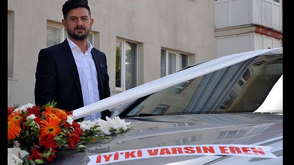 Erzurum'da düğün arabasına 'İyi ki varsın Eren' yazısı