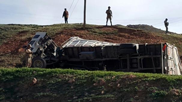 Erzurum'da kamyon devrildi! 1 ölü 64 yaralı