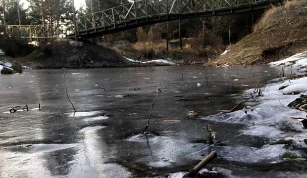 Erzurum'da Kütüklü Göleti buz kesti