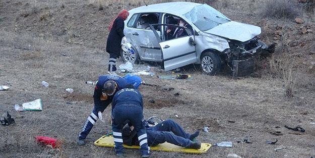 Erzurum'da otomobil şarampole devrildi: Yaralılar var