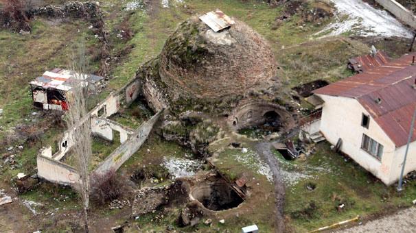 Erzurum'da tarihi hamam çürümeye terk edildi
