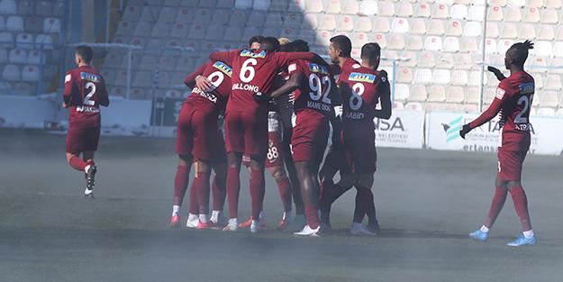Erzurumspor-Hatayspor maçında şaşkına çeviren olay! Bir anda dumanlar çıktı