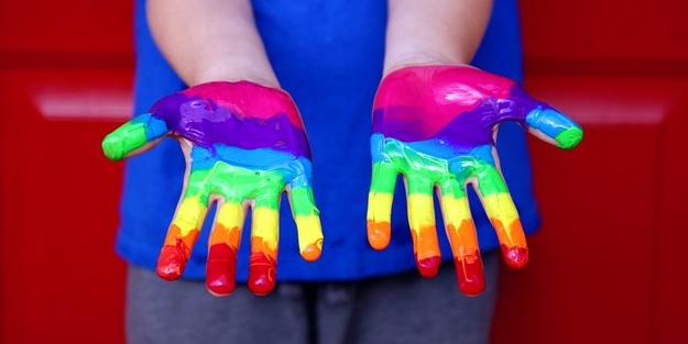 Eşcinsel sapkınların hedefi çocuklar! 'Cinsiyetsiz' kitapların listesini yayınladılar