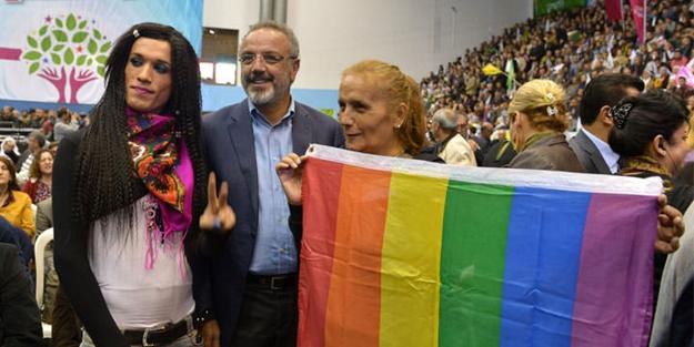 Eşcinsel sapkınların hedefinde Müslümanlar var! LGBTİ Derneği KAOS-GL Akit'i ve Diyanet'i hedef gösterdi