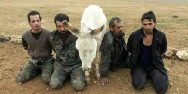 Esed askerleri esir düşmeye başladı