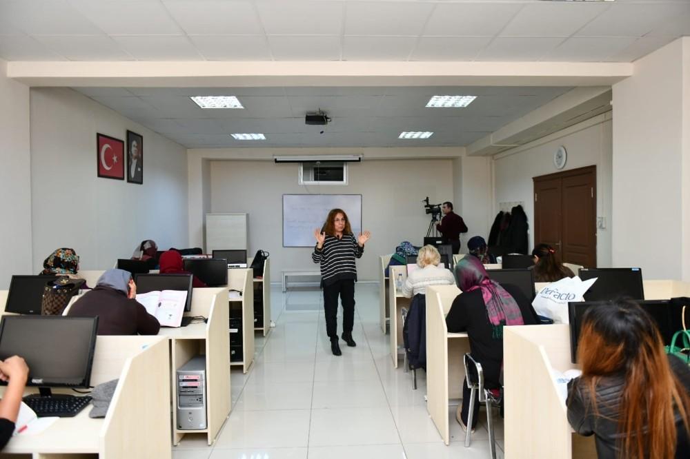 Esenyurt Belediyesi'nden ücretsiz okuma yazma kursu