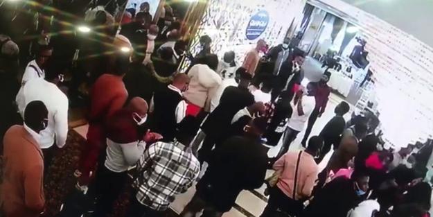 Esenyurt'ta Afrikalıların izinsiz pazar ayinine polis baskını