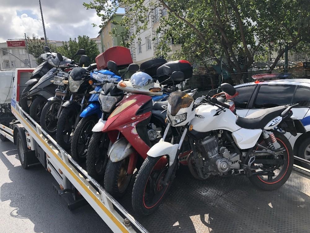 Esenyurt'ta şok trafik uygulaması, çok sayıda motosiklete el konuldu