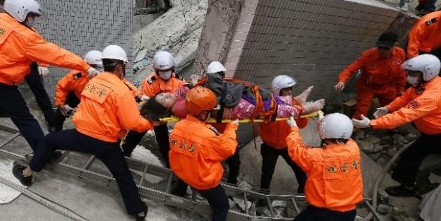Eşine depremde böyle siper oldu