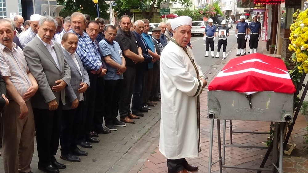 Eski Bakan İşgüzar Edremit'te toprağa verildi