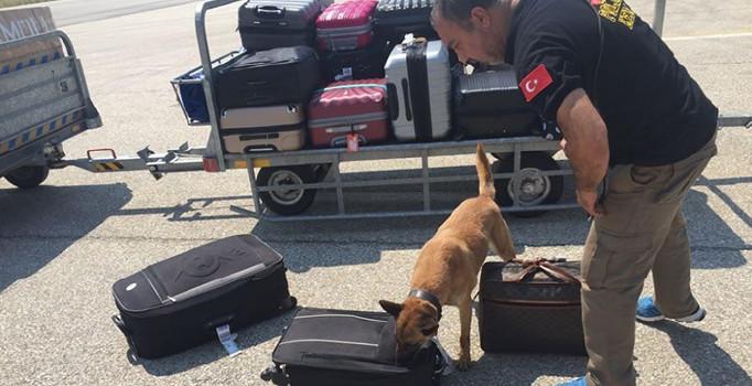 Eskişehir'de uçak yolcularının valizlerinde uyuşturucu ele geçirildi