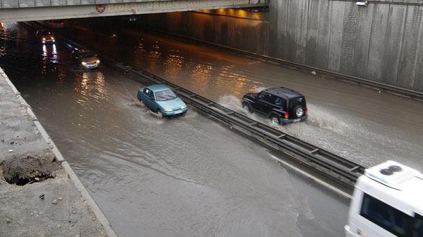 Eskişehir'i sağanak yağış vurdu