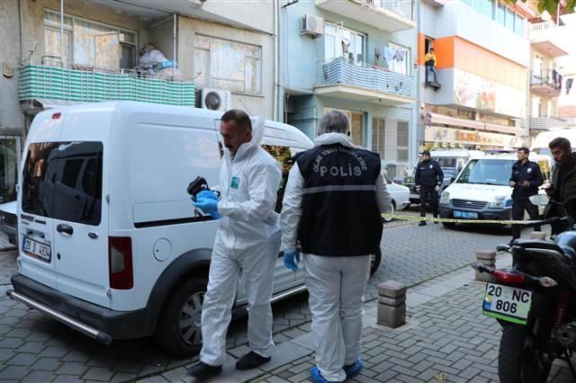 Ev arkadaşı 2 kişiyi öldürüp, polise teslim oldu