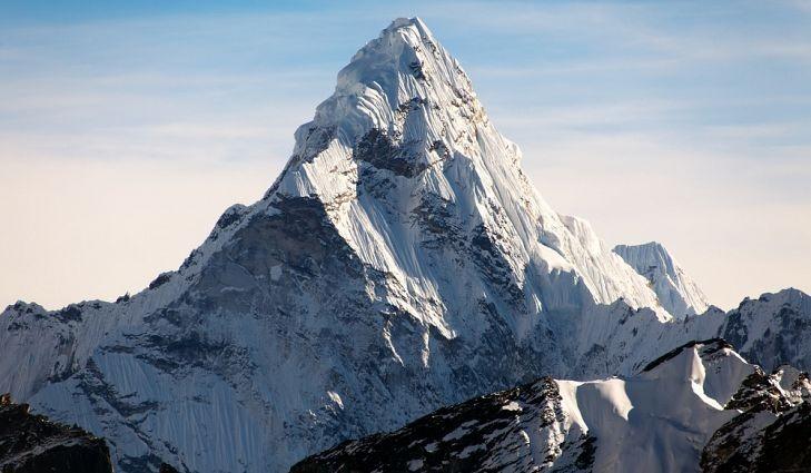 Everest Dağı nerede hangi ülkede?