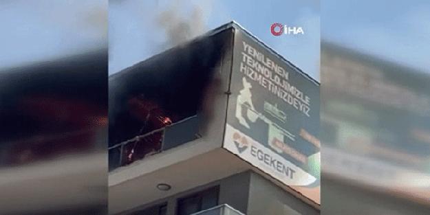 Evi yandı! Çırılçıplak balkondan atladı