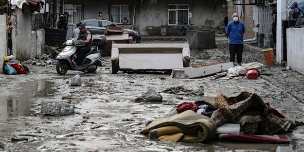 Evleri su içerisinde kalan vatandaşlar CHP'li Ekrem İmamoğlu'na isyan etti