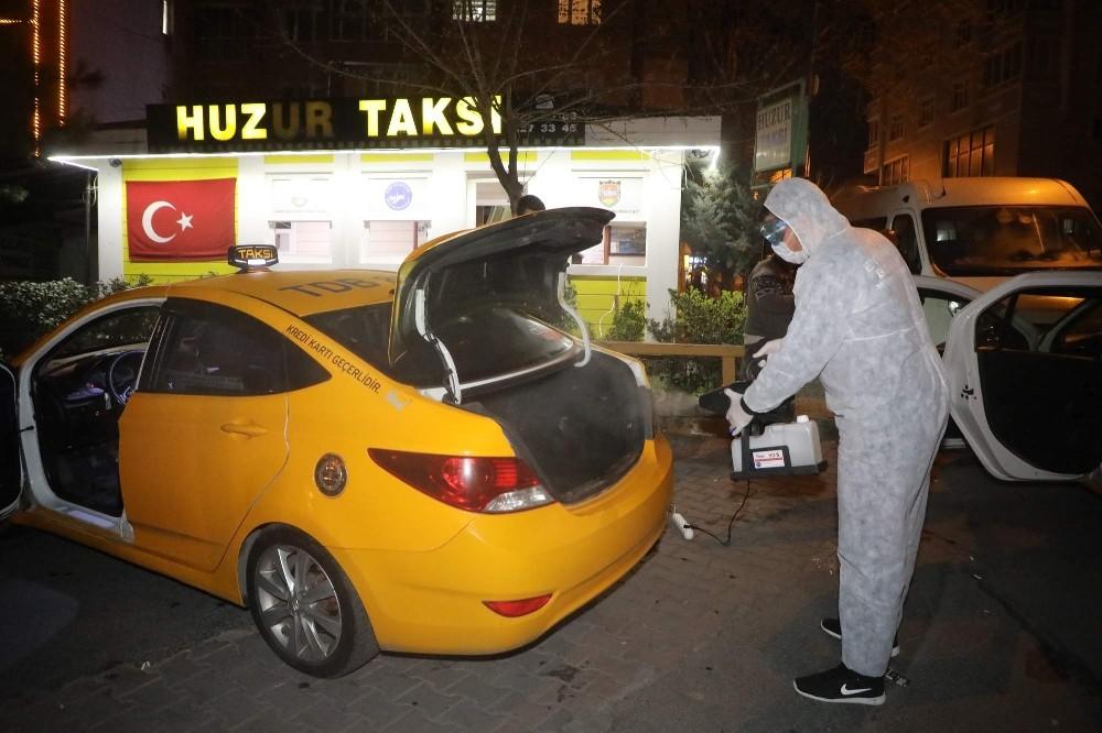 Eyüpsultan'da taksi durakları ve taksiler dezenfekte edildi