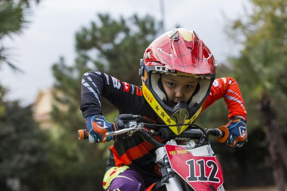 Eyüpsultan'ın genç şampiyonu Efe Okur, Avrupa yolunda