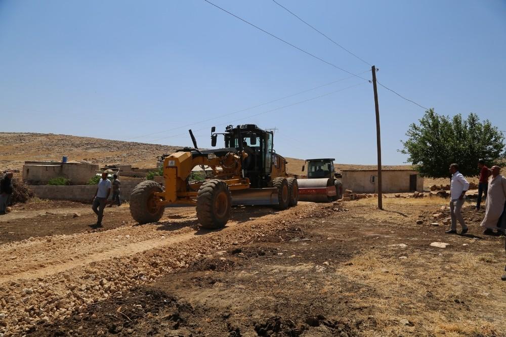 Eyyübiye Belediyesi yol yapım çalışmalarına ara vermeden devam ediyor