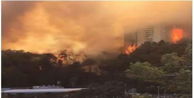 Ezanı yasaklayan İsrail yanıyor!