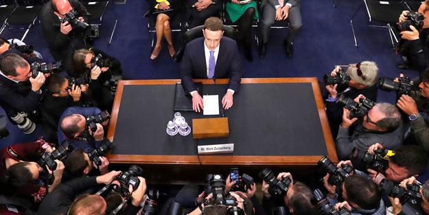 Facebook yine özür diledi