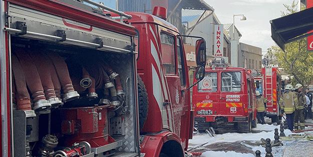 Fatih'te bir iş yerinde yangın