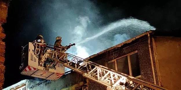 Fatih'te korkutan bina yangını