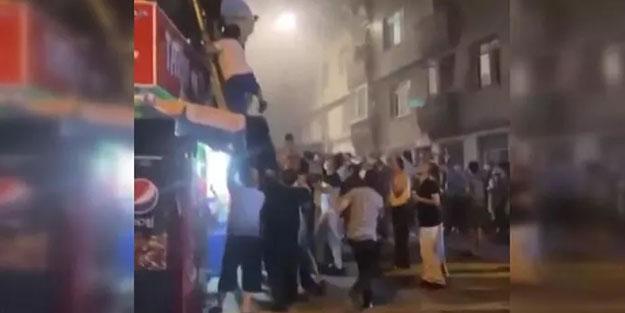 Fatih'te korkutan yangın: Çok sayıda kişi dumandan etkilendi