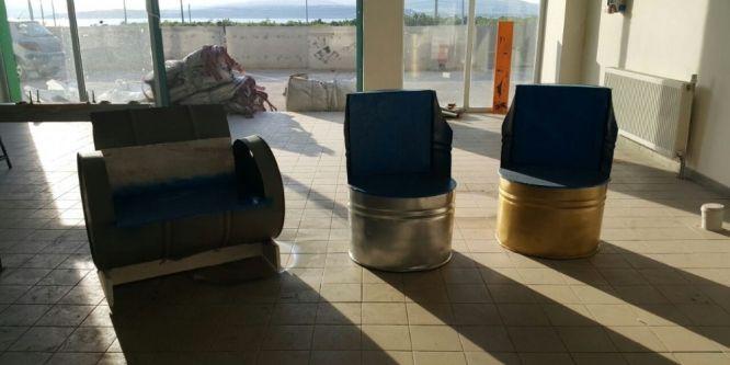 Lise öğrencileri geri dönüşüm malzemelerinden mobilya üretti