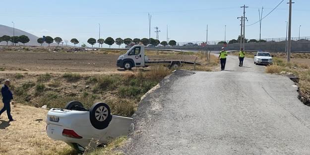 Feci kaza! Otomobil köprüden düştü