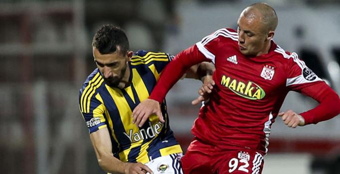 Fenerbahçe 2013-14 sezonu gol kralı Chahechouhe ile el sıkıştı