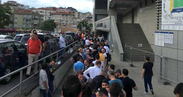 Fenerbahçe taraftarı Kadıköy'e akın etti