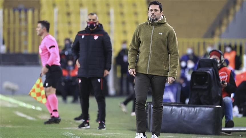 Fenerbahçe Teknik Direktörü Bulut: Rakibimizin kazandığı bir haftada mağlup olmamız bizi üzdü