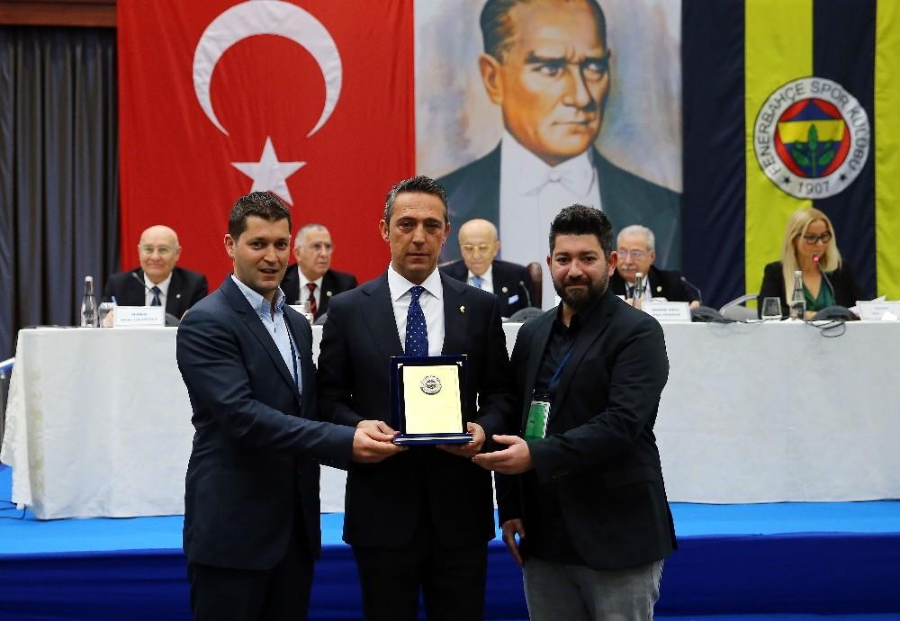 Fenerbahçe'de 40 ve 50 yıllık üyeler beratlarını aldı
