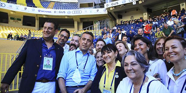 Fenerbahçe'de başkan tebrikleri kabul ediyor!