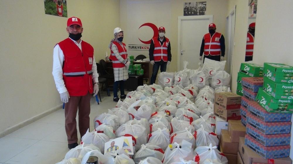 Fenerbahçeli Garry Rodrigues'in gönderdiği yardım kolileri Bitlis'e dağıtıldı
