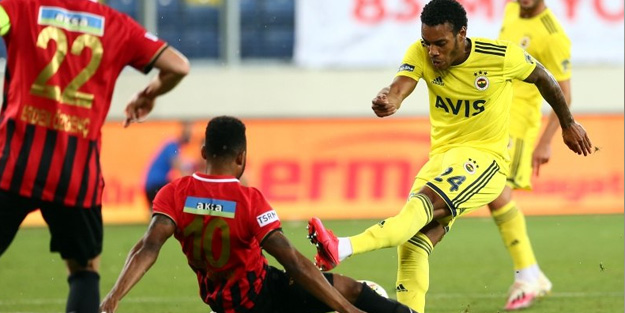 Fenerbahçeli yıldız futbolcu ayrılığı kafasına koydu