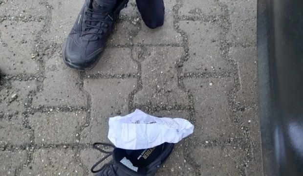 'Ferman' sürücünün ayakkabısında uyuşturucu buldu