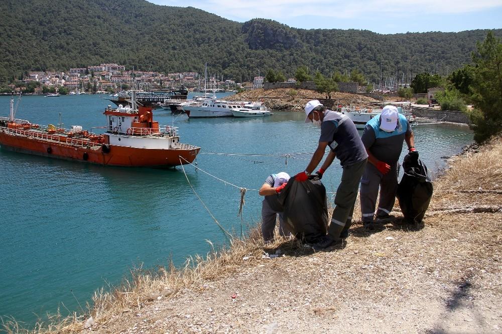 Fethiye'de bandolu kıyı temizliği