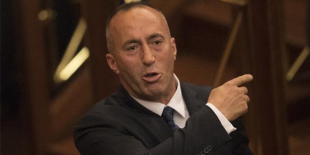 FETÖ destekçisi başbakan istifa etti