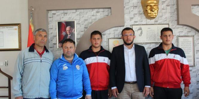 İkiz güreşçilerden Başkan Sami Yavaş'a ziyaret