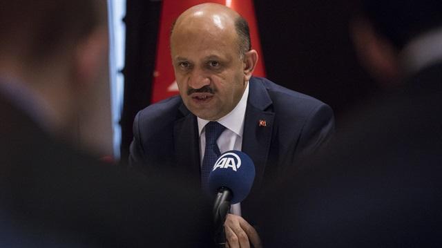Fikri Işık: Yunan Savunma Bakanı şov yapıyor