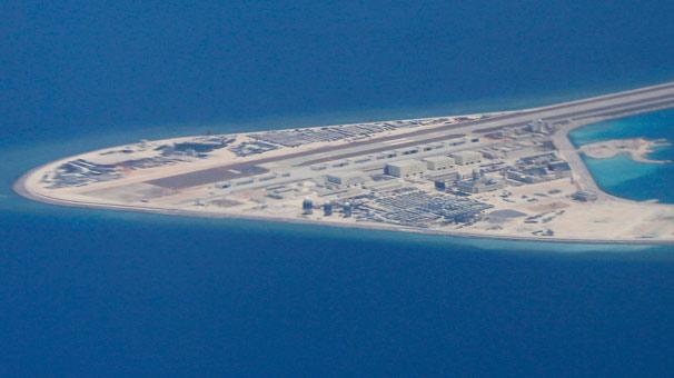 Filipinler Güney Çin Denizi'ndeki adada inşaata başlıyor