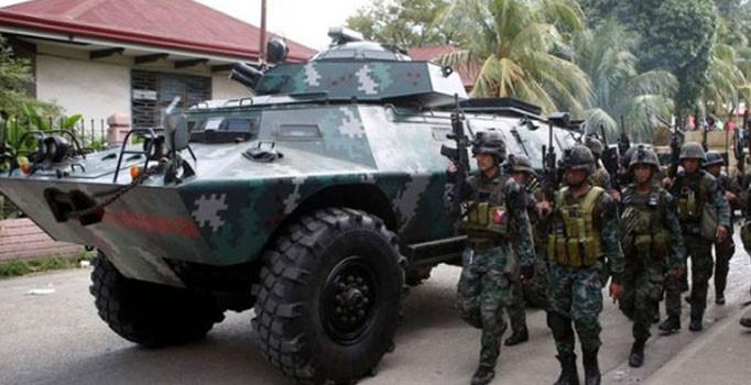 Filipinler'de polis belediye başkanı ve 9 adamını öldürdü