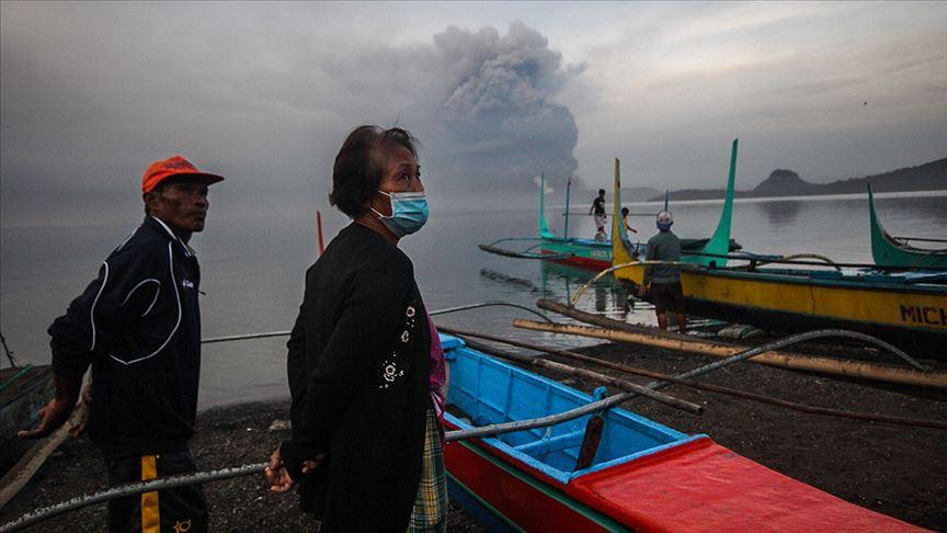Filipinler'deki Taal Yanardağı'nın patlaması sonucu 2 bin kişi hayatını kaybetti