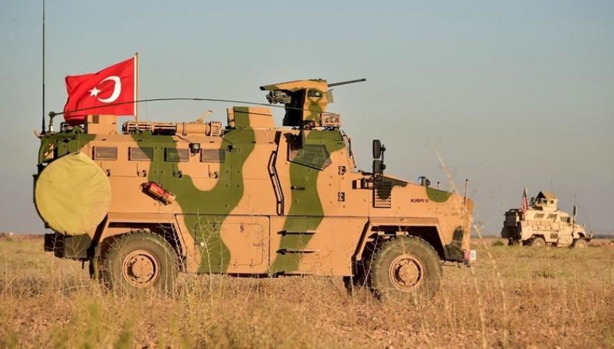 Fırat'ın doğusunda devriye geziyor! Zırhlı araçta dikkat çeken detay