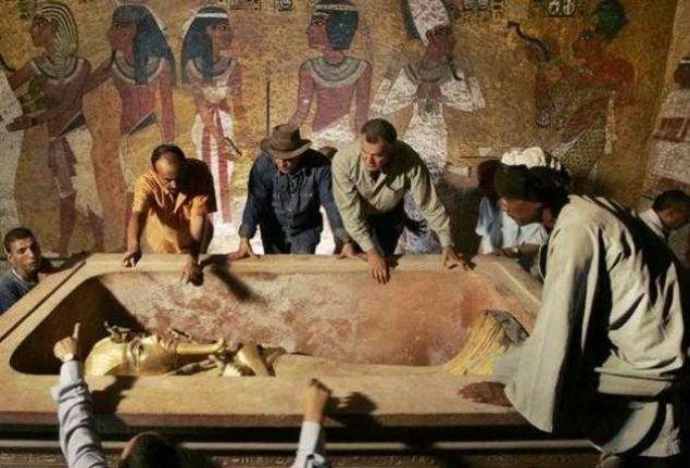 Firavun'un mezarına dokunan ölüyor