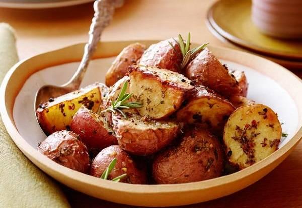 Fırında biberiyeli patates nasıl yapılır?