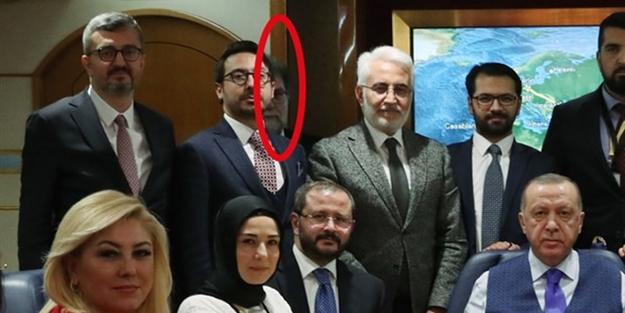 Fotoğrafta kaybolan Ahmet Hakan'a ayar üstüne ayar! Adam gibi durmayacaksan o uçağa binmeyeceksin
